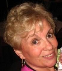 Liz De Munno – stylist